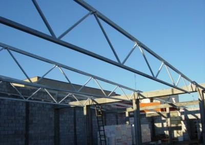 Konstrukcja dachu na pawilonie handlowym